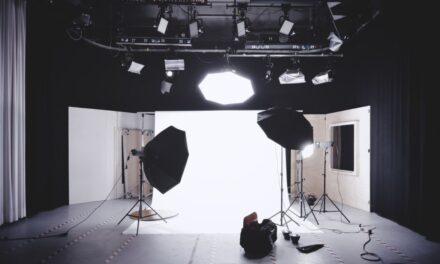 Oświetlenie w studiu fotograficznym – jak dobrać najlepsze?