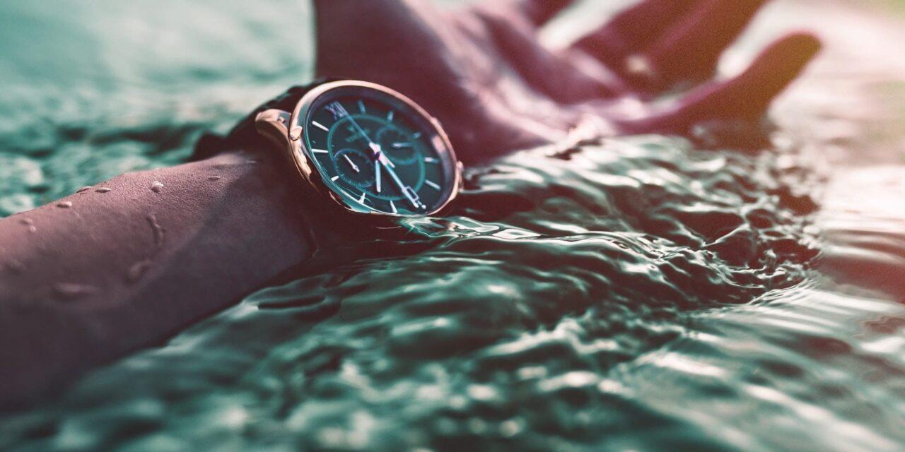 Wodoszczelność zegarków – oznaczenia i klasy